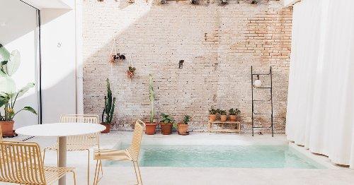 Tres elementos para DISEÑAR una PISCINA de hoy: agua, plantas y piedra