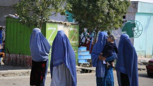 Afghanistan: les femmes à nouveau sous contrainte dans les zones reprises par les talibans