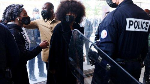 France: Assa Traoré fait de son procès celui des circonstances de la mort d'Adama Traoré