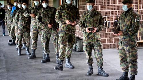 Covid-19: la Suisse instaure le service militaire à distance