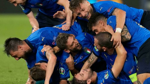 Three-goal Italy cruise into last 16 at Euro 2020 with a match to spare