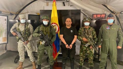 """Prisão do barão da droga na Colômbia é """"estratégia que não resolve nada"""", afirma especialista"""