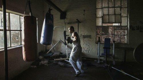 Reportage Afrique - Afrique du Sud: la salle de boxe de Hillbrow détourne les jeunes de la violence