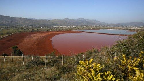 À la Une: au Monténégro, les boues rouges du KAP, une bombe écologique à retardement