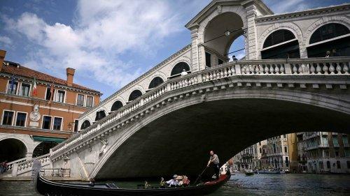 Bocelli serenades Venice's Rialto Bridge after restoration - RFI