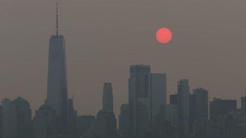 Fumaça de incêndios no oeste dos EUA atravessa país e mergulha Nova York em nevoeiro