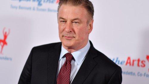 Baldwin é autor dos tiros que matou diretora de fotografia em filmagem, confirma polícia