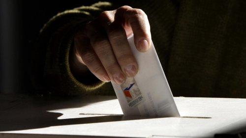À la Une: la «faible participation historique» des Chiliens aux élections régionales