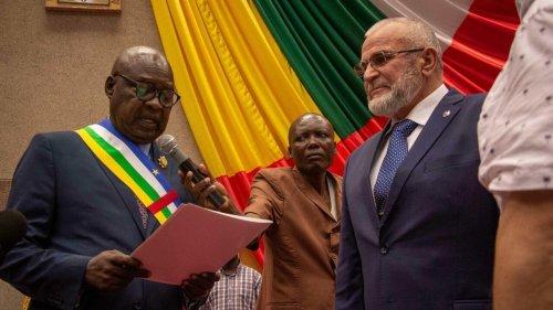 Centrafrique: les paramilitaires russes applaudis à l'Assemblée nationale