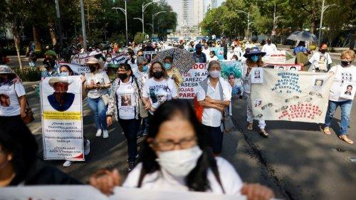 """México busca paradeiro de bebês roubados durante """"guerra suja"""" contra esquerda nos anos 1960-80"""
