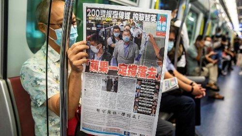 В Гонконге закрывается крупнейшая продемократическая газета Apple Daily