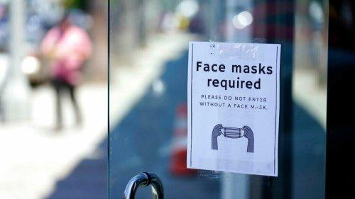 Linha Direta - Los Angeles é a primeira grande cidade americana a voltar a exigir o uso de máscaras em ambientes fechados