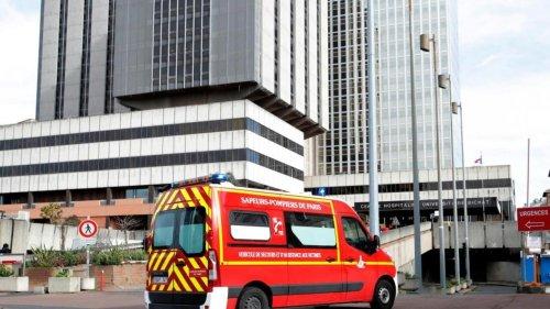 France: les hôpitaux parisiens recrutent 4000 personnes