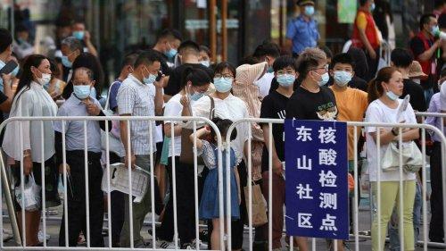 China registra maior número diário de casos de Covid-19 desde janeiro