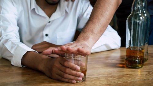 Le conseil santé - Comment reconnaitre les symptômes témoins d'une dépendance à l'alcool ?