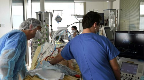 Reportage France - Covid-19 en France: une formation accélérée des infirmiers pour la réanimation