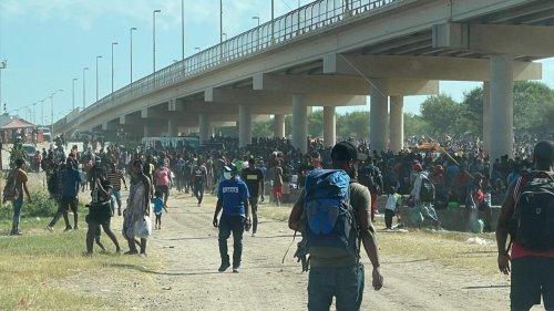 EUA prometem acelerar expulsão de migrantes retidos na fronteira do Texas