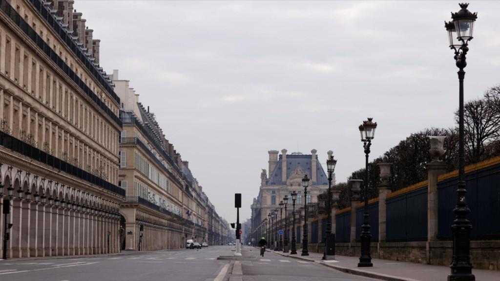 New lockdown 'imminent' as France set for preemptive strike on UK variant