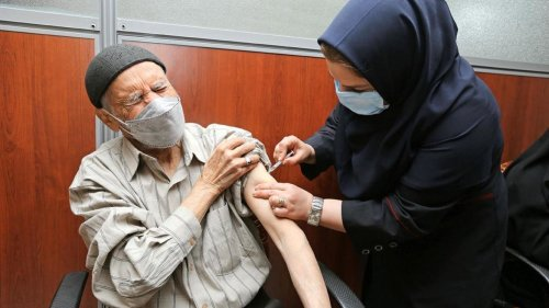 کرونا در ایران: یک میلیون دوز واکسن وارد شد؛ اختلاف یک میلیون دوزی در آمار اعلام شده از سوی هلال احمر و گمرک دربارۀ واردات واکسن