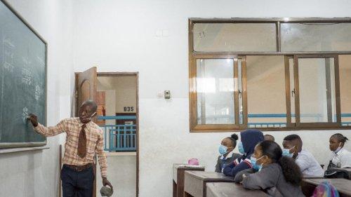 À quand la retraite pour des dizaines de milliers d'enseignants de RDC?