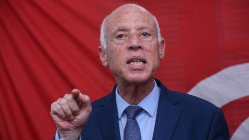 Tunisie: limogé, le chef de la lutte anti-corruption reçoit le soutien du président Saïed