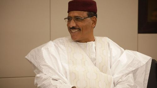 Níger: Bazoum proclamado presidente, Ousmane também reivindica vitória