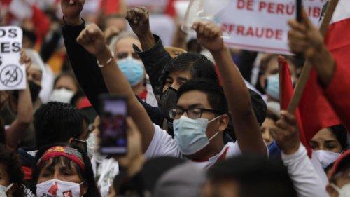 Présidentielle au Pérou: pas encore de vainqueur déclaré, les Fujimoristes crient à la fraude