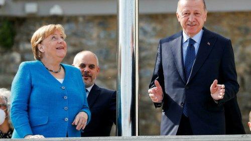 À Istanbul, Erdogan et Merkel saluent leur relation «constructive» malgré des «différends»