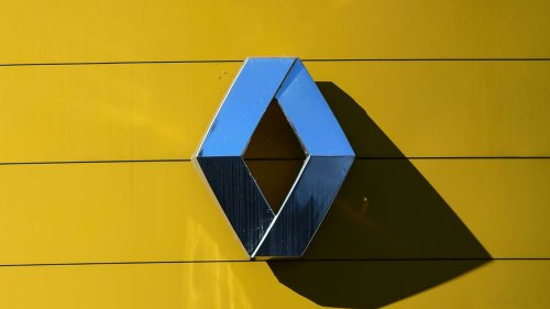 Covid drags Renault into record €8bn loss in 2020