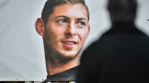 Emiliano Sala: Pilot stands trial over crash between Nantes and Cardiff