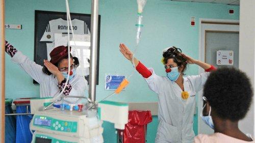 """Brasil-Mundo - Doutores palhaços brasileiros """"prescrevem"""" alegria a crianças internadas em hospitais de Portugal"""