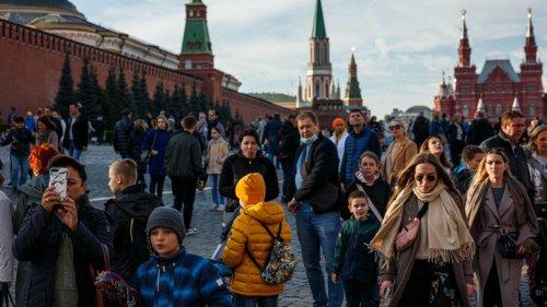 Les Russes se ruent sur les agences de voyage pour échapper aux restrictions liées au Covid-19