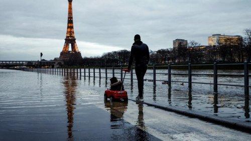 Paris increasingly threatened by heatwaves, floods