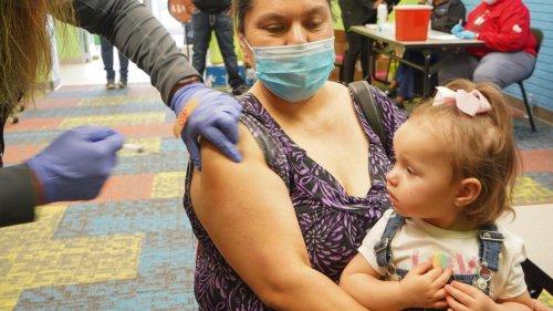 Etats-Unis : le gouverneur du Texas interdit l'obligation de se faire vacciner
