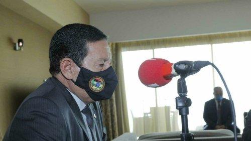 Em Angola, Mourão diz que Bolsonaro tem condições de terminar mandato tranquilamente