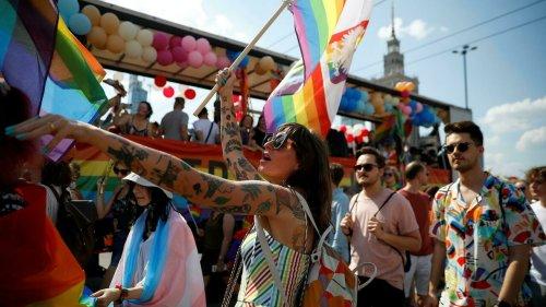 Marche des fiertés en Pologne: des milliers de personnes contre le climat de haine actuel