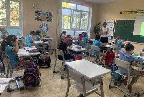 """Părinții moldoveni cer redeschiderea școlilor:""""Autoritățile nu luptă cu pandemia, ci contra copiilor și educației"""""""