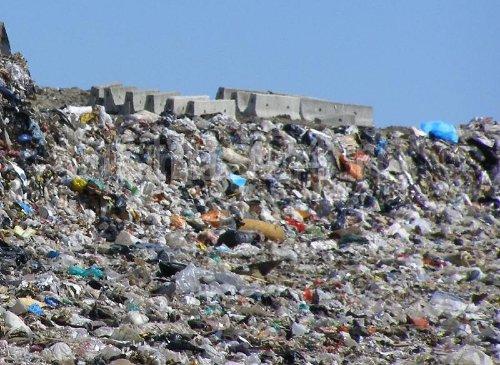 Şeful Gărzii de Mediu: Groapă ilegală de gunoi, administrată chiar de primăria unei comune din Vâlcea (VIDEO)