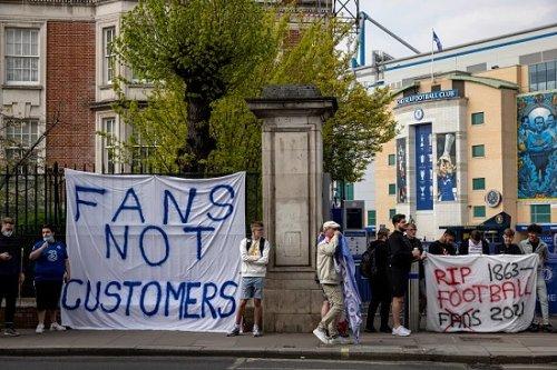 Proiectul Super Liga Europei începe să se clatine – patru cluburi vor să se retragă. Fanii englezi protestează în stradă
