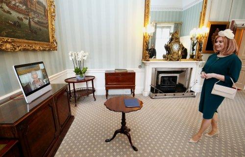 Noul ambasador al României la Londra, Laura Popescu, și-a prezentat scrisorile de acreditare reginei Elisabeta a II-a