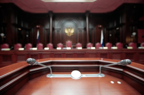 КС РФ разрешил связывать допвыплаты чиновникам с их репутацией