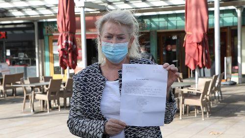 Vorwürfe gegen Polizei: Maskenkontrolle von Frau (68) endet in Handschellen
