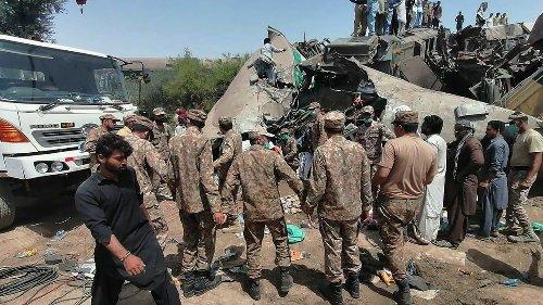 Mindestens 62Tote und 150Verletzte bei Zugunglück in Pakistan