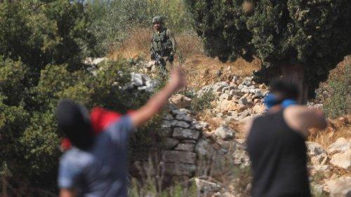 Brandflaschenwürfe auf Straße: Israelische Soldaten erschießen Palästinenser