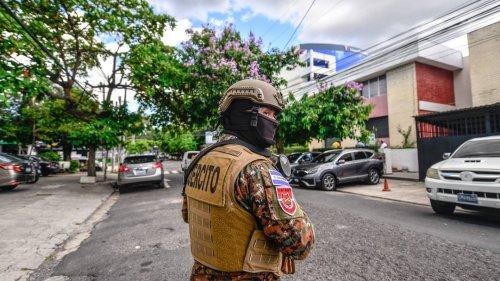 El Salvador: Ex-Präsident Sánchez Cerén per Haftbefehl gesucht