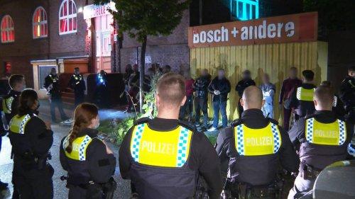 Freier unzufrieden - Massenschlägerei vor Bordell in Hamburg