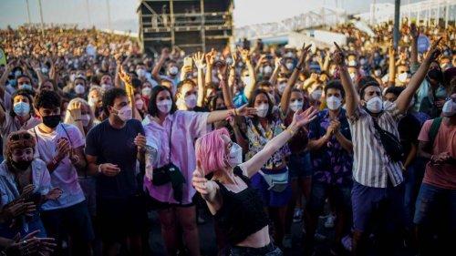 Niederlande verbieten mehrtägige Sommerfestivals – strengere Regelungen für Reiserückkehrer