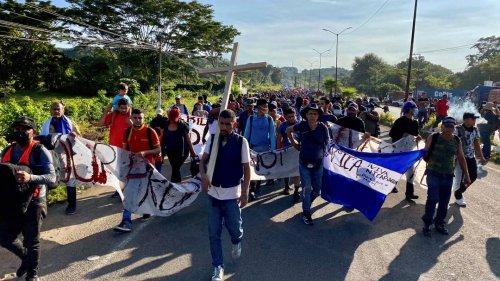 Migranten in Mexiko: Mehr als 2000 Menschen marschieren zur US-Grenze