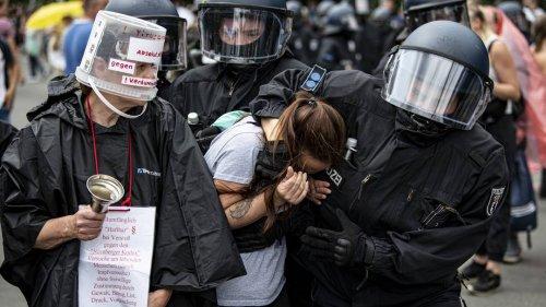 Menschrechtsverletzungen in Berlin? UN-Experte für Folter fordert Stellungnahme zu Polizeigewalt