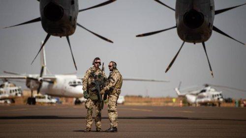 Laschet und Baerbock stellen Mali-Einsatz infrage